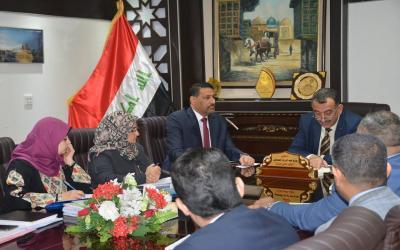 الوكيل الفني لوزارة الصحة الدكتور حازم عبد الرزاق الجميلي يترأس اجتماعا لاعضاء لجنة السياسة الدوائية