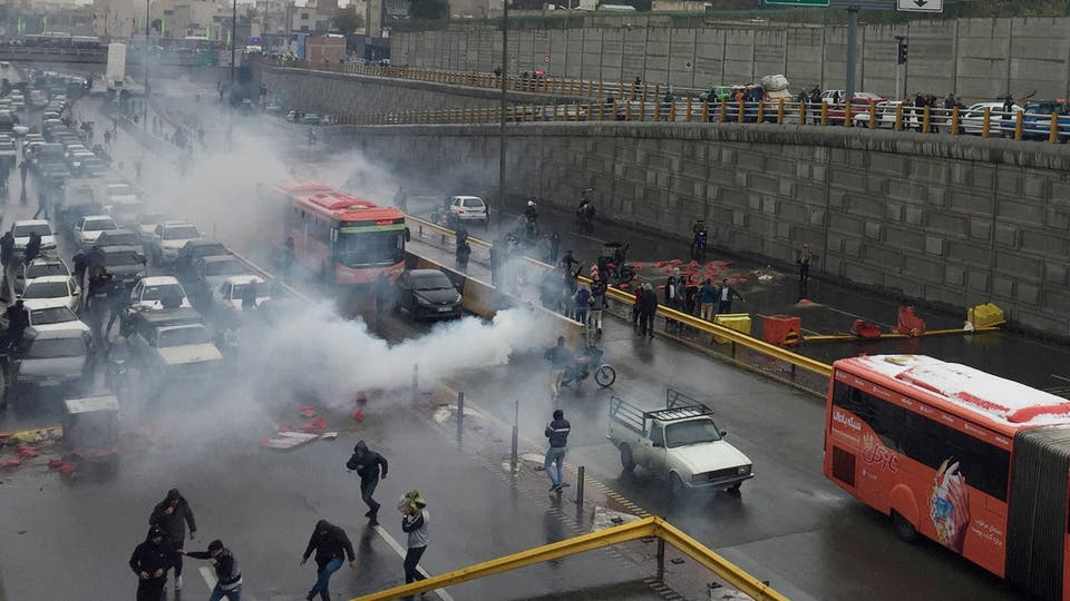 إيران.. مقتل 36 شخصاً واعتقال 1000 متظاهر خلال يومين .