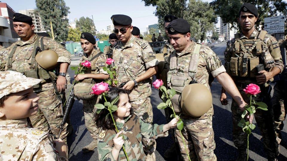 الجيش اللبناني: لن ننسحب ونترك المتظاهرين بالشوارع