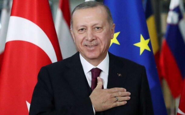 الرئيس التركي رجب اردوغان . يرعى كبار السن